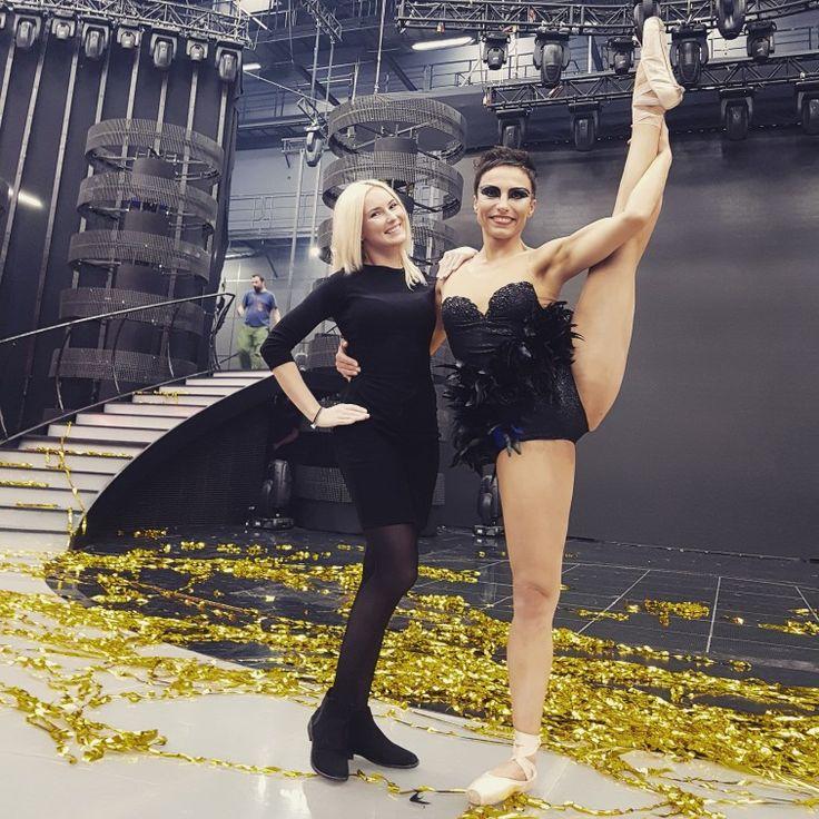 Z Aleksandrą Bednarz na finałowym odcinku MAM TALENT.  Z Olą rzeźbiliśmy ok. 3 miesięcy.  #aleksandrabednarz #mamtalent #behind #passion #dance #poledance #poleart #black #swan