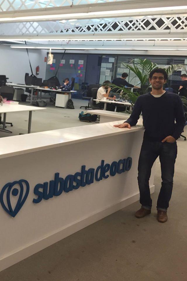 Gaaf om onze ondernemers ook tegen te komen in de populairste opkomende startup hubs wereldwijd, zoals Barcelona: UT alumnus Marc Zinck Stagno (TBK'11) is de oprichter en CEO van het populaire Spaanse e-commerce reisplatform 'Subasta de Ocio'. Het bedrijf is de afgelopen 3 jaar snel gegroeid en heeft inmiddels 50 mensen in dienst! Lokale UT'ers in Barcelona kunnen meer te weten te komen over Marc's startup tijdens een alumnibijeenkomst die dit voorjaar plaats zal vinden in zijn kantoor.