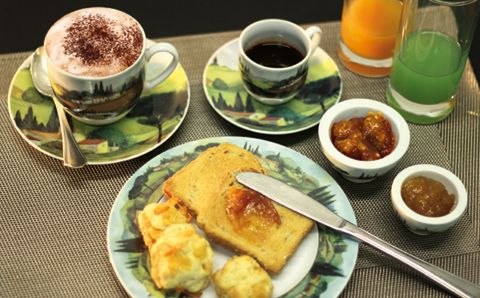 Breakfast in TUSCANY: cappuccino, jams, black coffe...