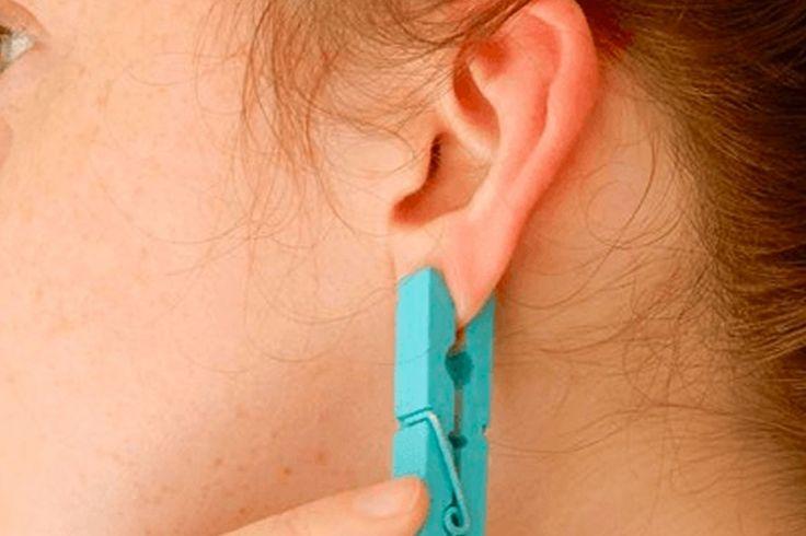 Elle place une pince à linge sur le lobe de son oreille, ce qui se produit est vraiment dingue!