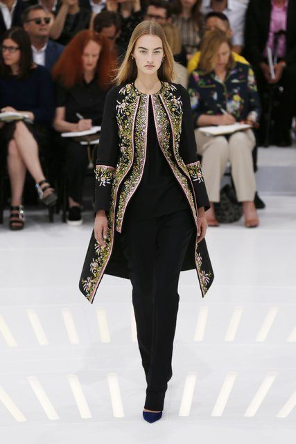 Paris Couture Fashion Review: Dior, Atelier Versace and Schiaparelli - NYTimes.com