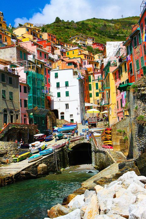 Manarola and Riomaggiore, Cinque Terre, Italy by keven {&} amanda blog.  Doesn't this speak to your soul? It speaks to mine and I HAVE to go there!