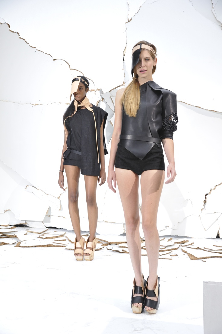 « Vestiges » de Marion de Raucourt © Photo Dominique Maitre Mode & Sens / Défilé Design vêtement 2012