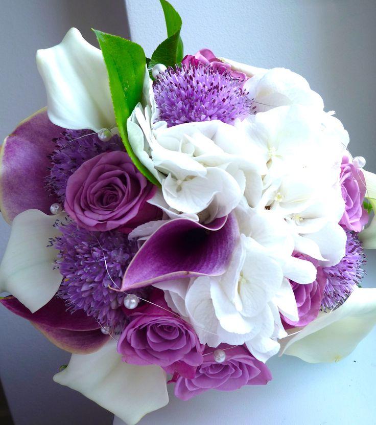 purple and white wedding flower from roses, hydrangea, sludges and salal / fialovo bílá svatební kytice z kal, růží, hortenzie a salalu / www.rosmarino.cz