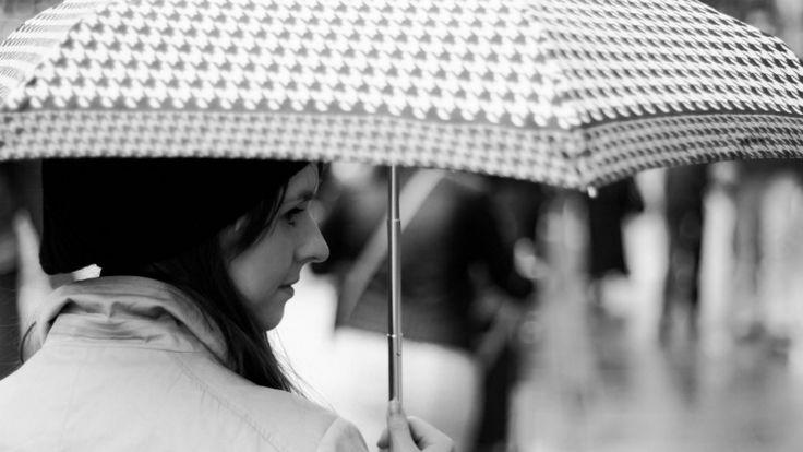 🚩 Cómo evitar el frizz del cabello en los días de lluvia #Madrid #BarrioDeSalamanca #SalónDeBelleza ➡ 91 401 02 44