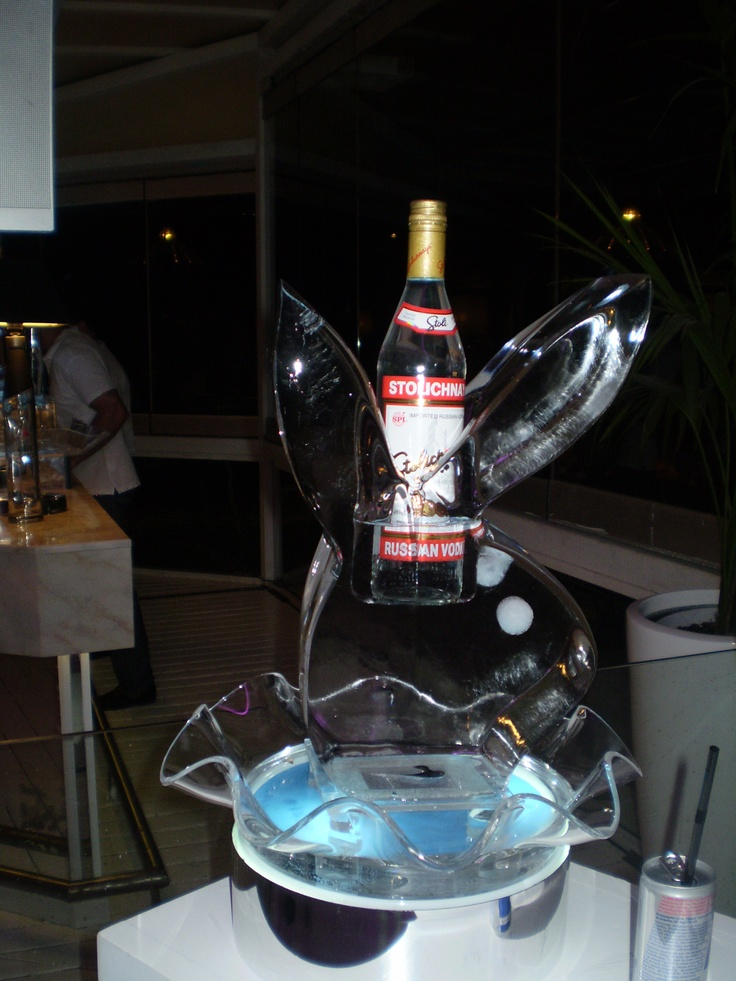 Impessive bunny sculpture to display your favourite bottle.