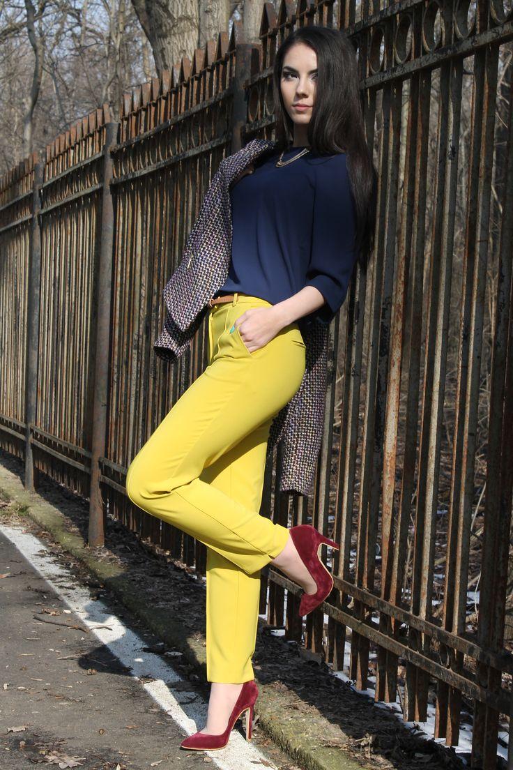 http://www.womanfashion.ro/pantaloni-online/pantaloni-galben-cu-talie-inalta-si-buzunare-laterale-3088