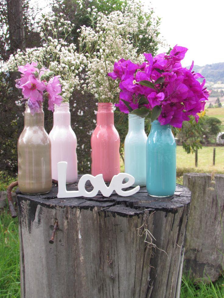 Que Tal Esta Belleza De Frascos Pintados Con Flores Naturales Y El Letrero En Madera Divino