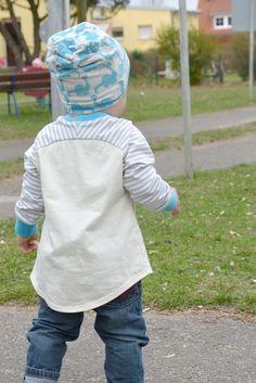 """Kindersachen selber nähen. Bei Elle Puls findest du gratis Schnittmuster für Kinder und Damen. Nähe das Raglanshirt """"Bethioua"""" mit den besonderen Ärmeln."""