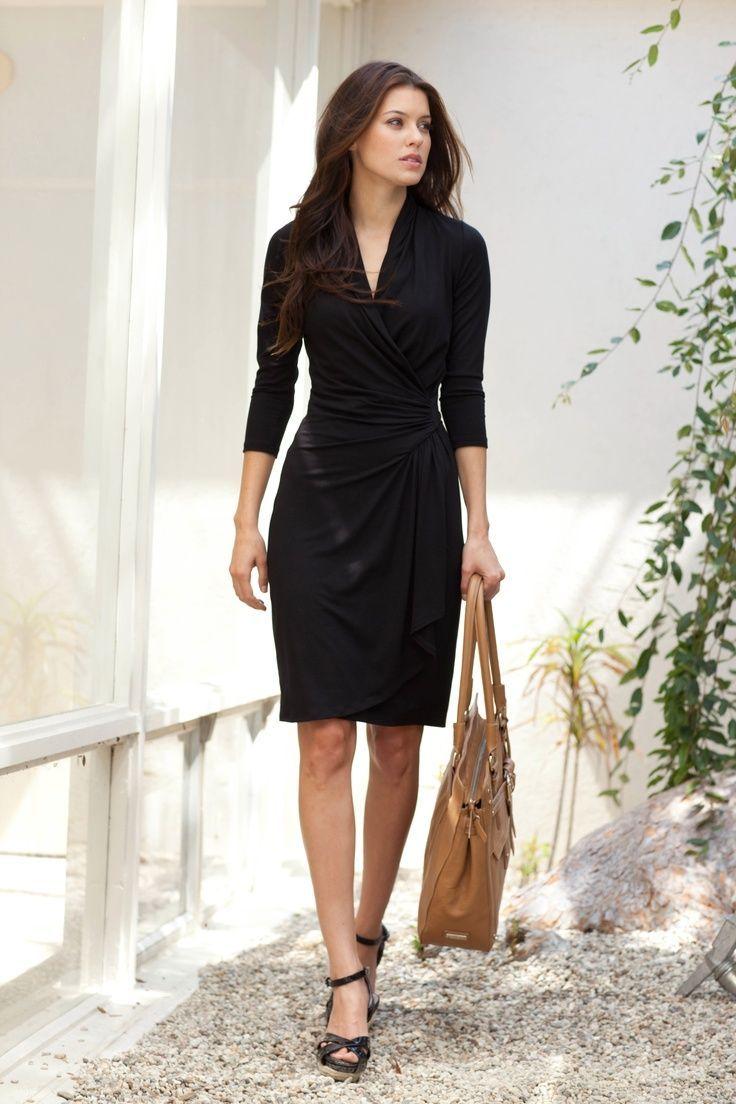 Черное платье с запахом
