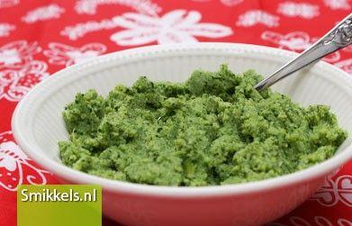 Maak zelf je babyvoeding! Kijk op Smikkels.nl voor het recept van dit Broccoli hapje | Groentehapje | Babyvoeding | Smikkels.nl