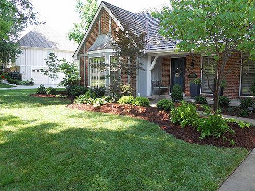 landscaping along sidewalk in front yard