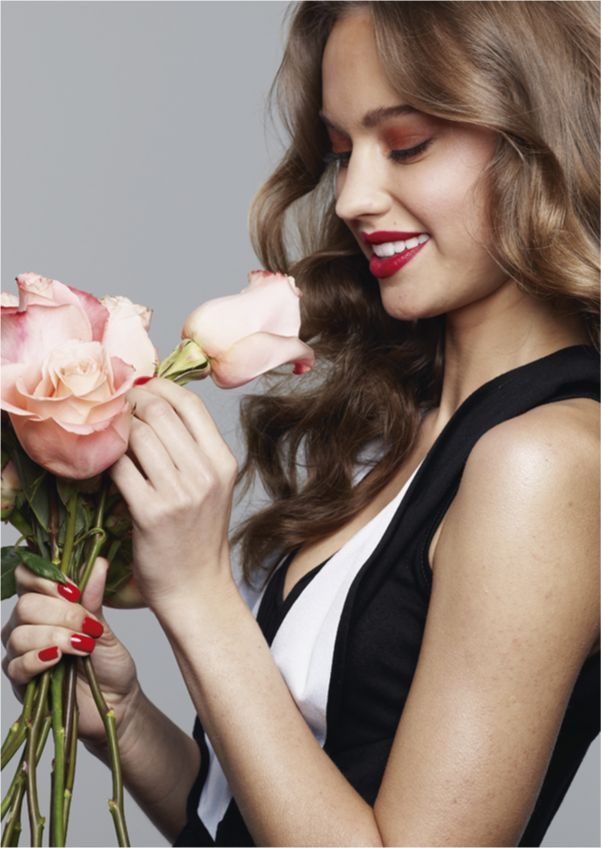 Mary Kay Colombia  Mujer con Flores    #MomentoExtraordinario #CleverMaryKay #MaryKayColombia #MaryKay