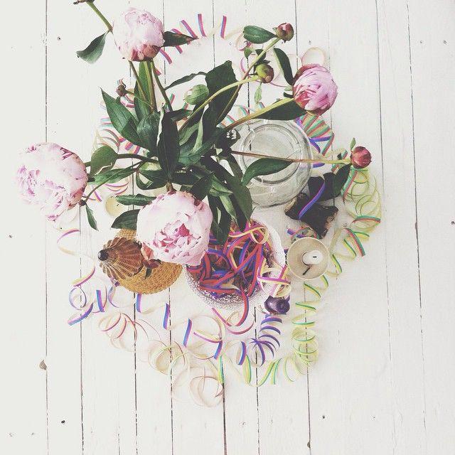 Bron: Retourtje Vos / Sharon Vos #pioenrozen #peonies#pioenroos #bloemen #boeket #diy #verjaardag #feestje #flowers #party