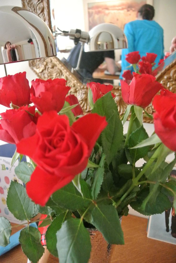 I also used red roses and tulips to dress the house.