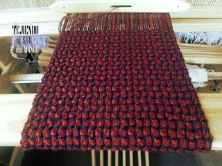 Proyecto de 8 cuadros en el telar. Hilado de alpaca, lana y dralón. 8 shaft project in loom. Cotton, alpaca y dralon yarn.