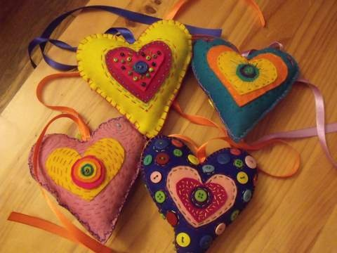 I made these felt hearts for our Christmas fair