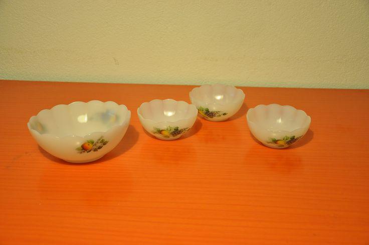 """Arcopal """"Fruits de France"""" bowls different types."""