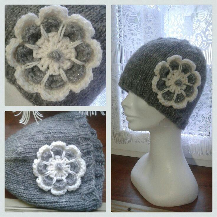 cappello con fiore