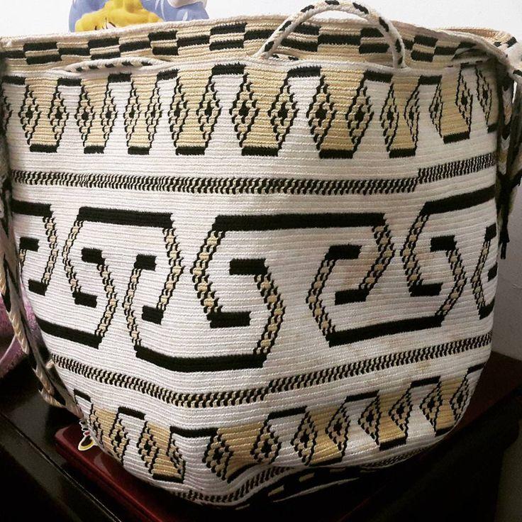 19 отметок «Нравится», 2 комментариев — Arelis Pana Epieyu (@arelispanaepieyu) в Instagram: «#wayuu #mochilawayuu #bag #bags #mochi »