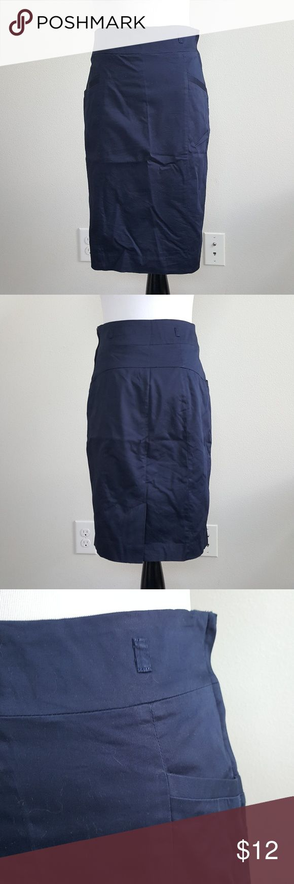 H&M Classic Navy Pencil Skirt Condition: EUC Brand: H&M Color: Navy Size: 6   Open to offers  Bundle to save  No trades  ⚡Bundle 2 or more items under $15 and I'll send you an offer with a 30% discount (at least!)⚡ H&M Skirts Pencil