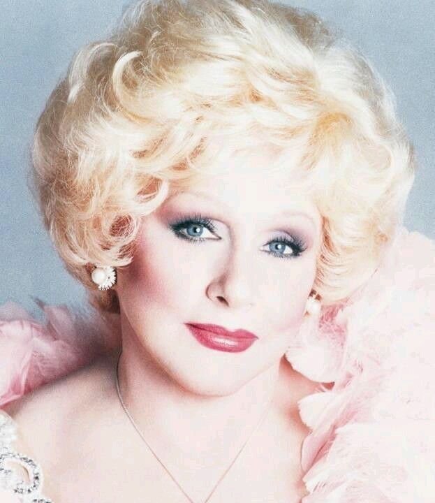Mary Kay Ash ... Isn't she BEAUTIFUL ?!?