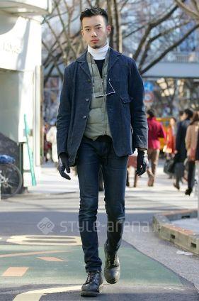 [Yuki Fukuda's STYLE -Omotesando Street Style] Denim Jacket: KATO`, Down Vest: NO BRAND, Sweatshirt: UNIQLO, Turtleneck, Cut and Sewn: UNIQLO, Skinny Pants: DRIES VAN NOTEN, Lace-Up Boots: RED WING SHOES