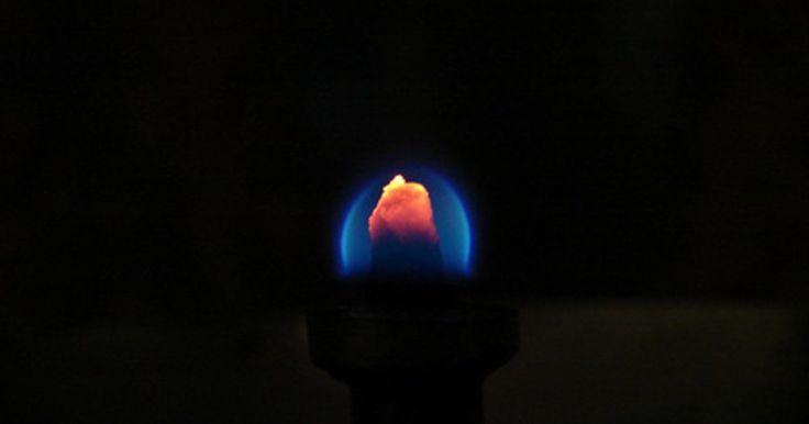 Como funciona o sensor de chamas de uma fornalha?. Os sensores de chamas que são usados em fornalhas domésticas ou grandes caldeiras industriais indicam a presença de chamas e fazem parte do circuito de segurança. Se as chamas apagarem e a fornalha ou caldeira continuar a receber combustível, poderá ocorrer uma explosão catastrófica. O sensor de chamas envia um sinal elétrico ao controlador ...
