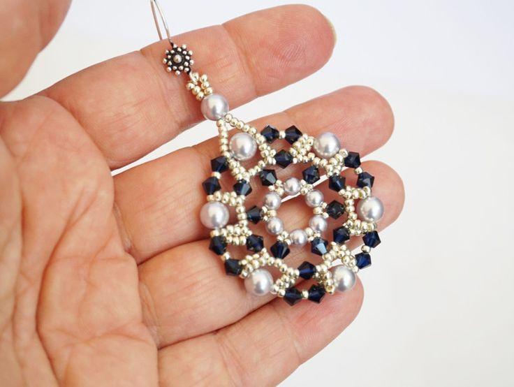 Orecchini pendenti - orecchini cristalli blu e perle swarovski - un prodotto unico di tizianat su DaWanda