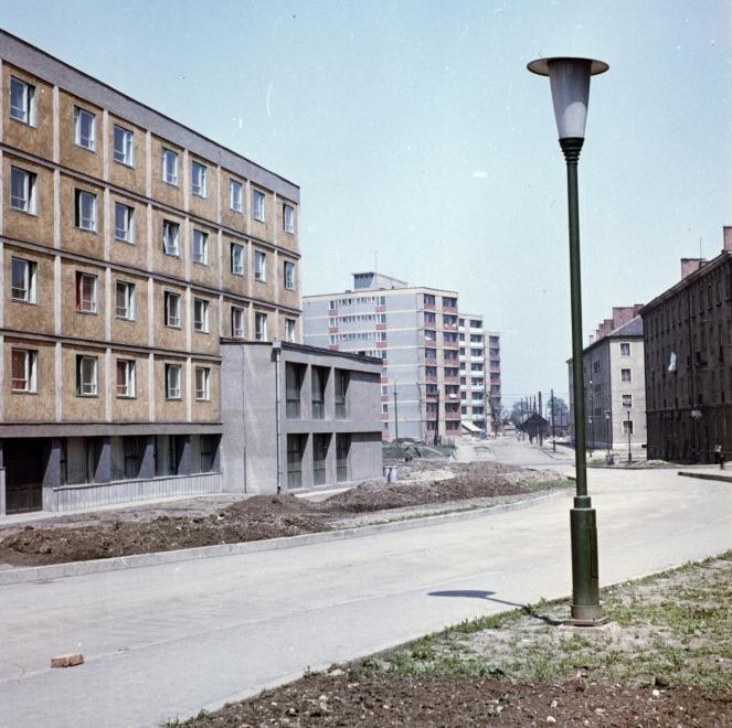 Selyemrét, Selyemrét (Landler Jenő) utca, háttérben a Kőrösi Csoma Sándor utca házai. 1965