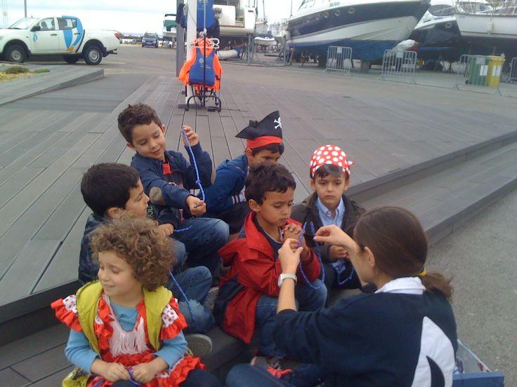 Nas festas de aniversário, da Marina Parque das Nações, os mais pequenos podem descobrir as alegrias de ser marinheiro, com o Curso de Pequeno Marujo!