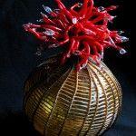 Mini Medusa (2012) // Verre soufflé, tissage, travail au chalumeau, perlage, tendon artificiel, fils, 18 x 11 x 11 cm / Blown Glass, weaving...