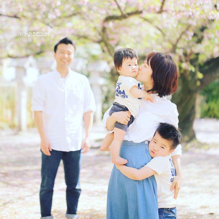 #かぞく写真 . . かぞく写真って . いつでも撮れるようで . なかなか撮れないんです . . まぁいいかって思ってたら . あっという間に子どもは成長しちゃう . 年に一度は是非撮りましょう .  . . #撮りたい時が撮りドキ #素晴らしいご縁に感謝 #大阪まで呼んでくれてありがとうございます . #結婚写真 #花嫁 #プレ花嫁 #卒花 #結婚式 #結婚準備 #ロケーション前撮り #カメラマン #ウェディング #前撮り #結婚式前撮り #写真家 #ゼクシィ #名古屋花嫁 #和装前撮り #持ち込みカメラマン #ウェディングフォト #2017春婚 #結婚式レポ #アサダユウスケ #赤いカメラ #日本中のプレ花嫁さんと繋がりたい #日本中の卒花嫁さんと繋がりたい #ウェディングニュース  #weddingphoto #バンプデザイン
