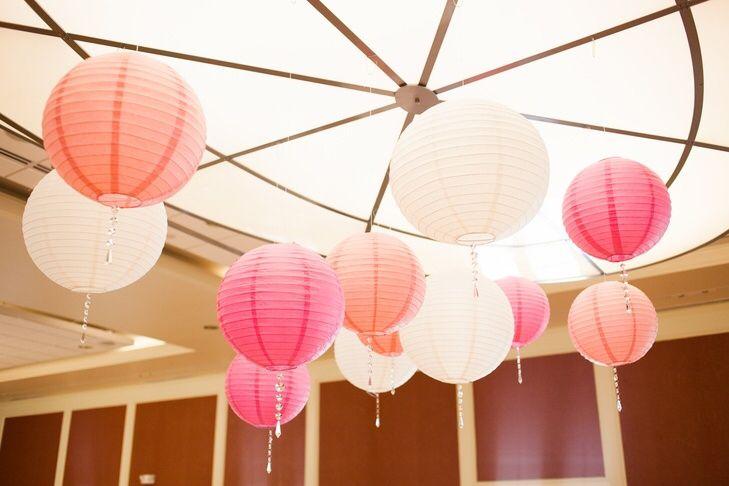 Perzik lampionnen. Nieuw in het assortiment. Peach colour paper lanterns #peach #lampion #perzik #pastel #wedding #marriage #trouwen #styling #decoration #events #ibiza #paperlantern #babyshower #weddingplanner #weddingideas @lampionlampionnen.nl zalm Ibiza party paper lanterns  Bruiloftsborden  Huwelijks ideeën Lantaarns Wedding decoration Led verlichting