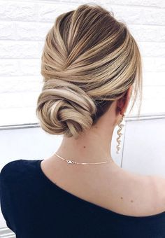 Gorgeous wedding updo hairstyles perfect for ceremony and reception - Classic Elegant bridal hairstyle wedding hairstyles #weddinghair #hairstyles #up...