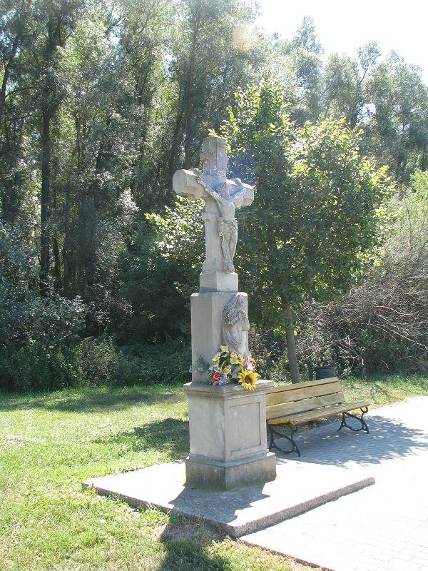Kereszt, feszület (Tapolca közelében 0.2 km) http://www.turabazis.hu/latnivalok_ismerteto_5169 #latnivalo #tapolca #turabazis #hungary #magyarorszag #travel #tura #turista #kirandulas