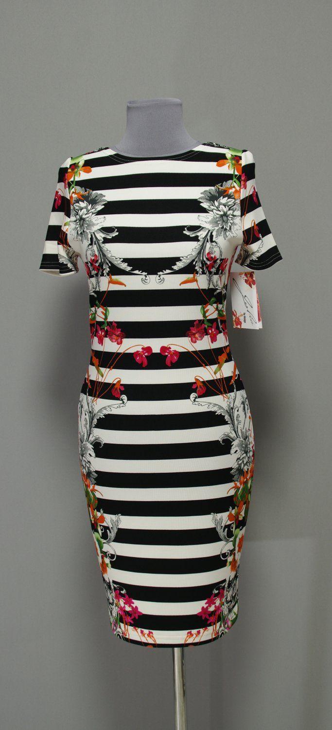 Черно-белое полосатое круизное платье