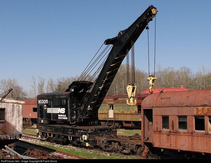 RailPictures.Net Photo: SOU 903015 Norfolk Southern Crane Car at Calera, Alabama by Frank Orona