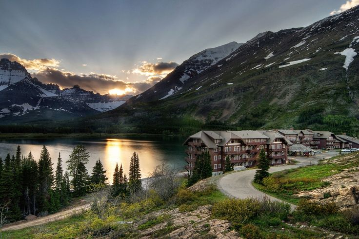 ManY Glacier Hotel, Glacier National Park... One of the most beautiful places in the US