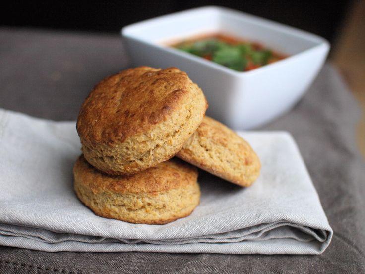 Whole Grain Cheddar Cornbread Biscuits #veggieandthebeast