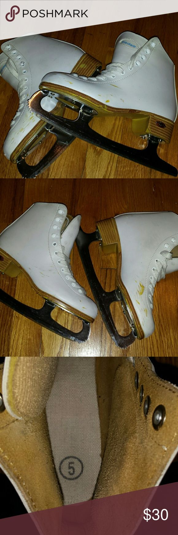 Riedell ice skates White Riedell ice skates. Size 5. Minor wear at on sole. Skuffs on uppers. See pics. Sturdy, solid leather upper. Cusioned tougue. Blades probably could use sharpening. Great condition. Riedell Shoes