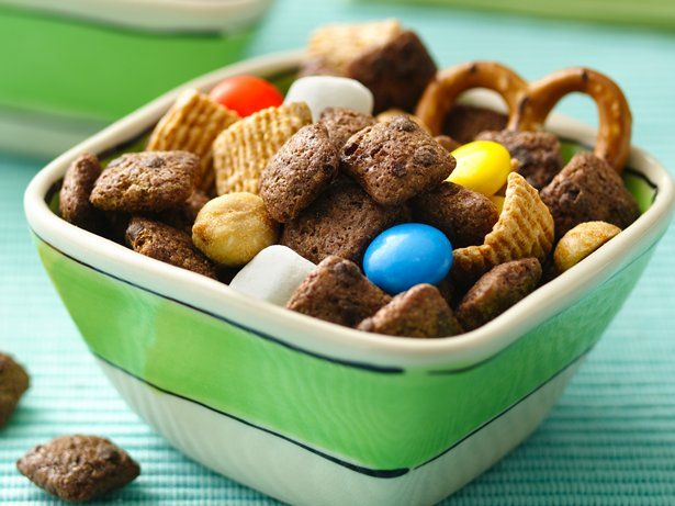 Cocoa Puffs® brownie cereal and Golden Grahams® cereal come together in this delicious snack mix thats ready in just 15 minutes.
