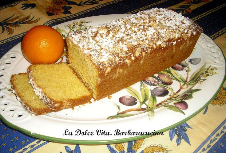 """Il mio soffice plumcake con arancia, contiene non solo la buccia ma anche la polpa frullata dell'arancia, per un gusto particolarmente """"arancioso""""!!"""
