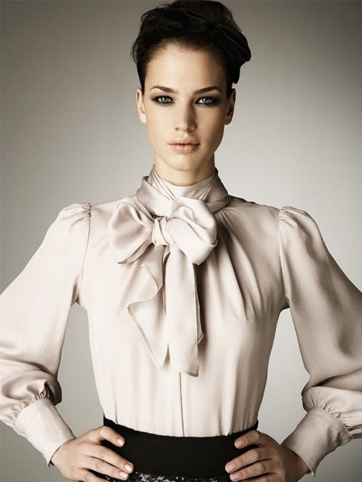 Stunning 30 Elegant yet Simple Satin Blouse Outfit Ideas from http://www.fashionetter.com/2017/04/09/elegant-yet-simple-satin-blouse-outfit-ideas/