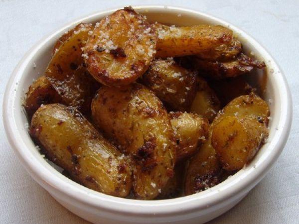 Recette Plat : Grenailles de pomme de terre confites à l?ail, herbes de provence et épices par Cuisine rebelle !