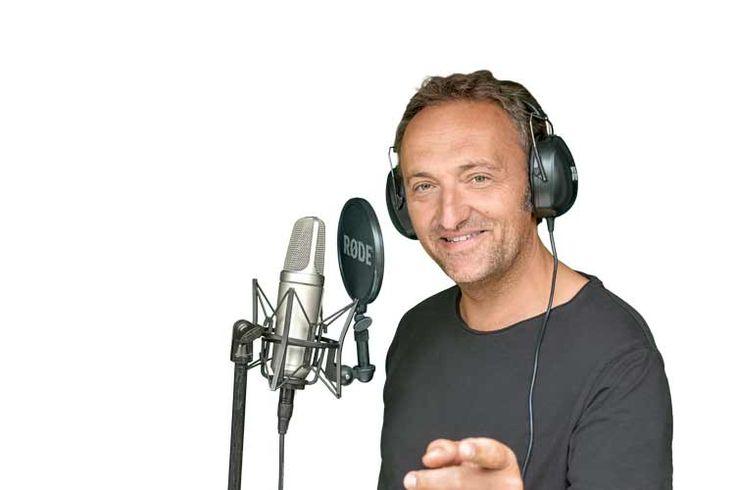 """Der ultimative Grundlagenkurs für alle Sänger in Klassik und Pop              Dein Problem Du willst endlich selbst zum Thema """"singen lernen"""" Bescheid wissen und hast genug davon, Dir von jedem etwas anderes erzählen zu lassen?  Du willst endlich Klarheit und Deine sängerische Entwicklung selbst in die"""