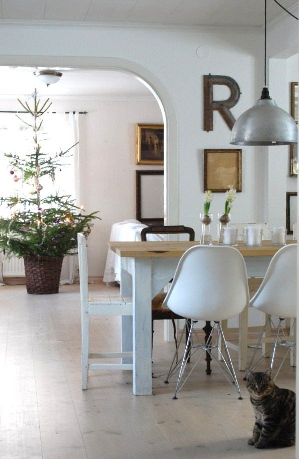 Rustic kitchen with Eames chairs - Anna Truelsen inredningsstylist