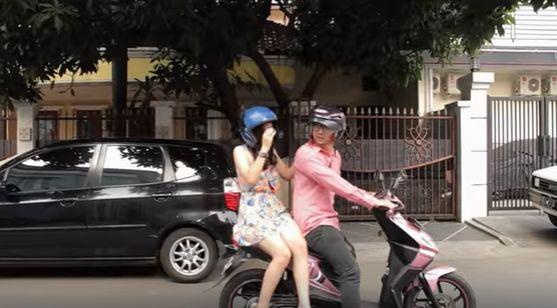 ilustrasi gambar pasangan_selingkuh naik motor