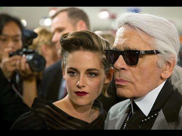 Kristen Stewart und Karl Lagerfeld (Quelle: REUTERS/Thomas Peter)
