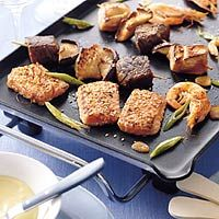 Teppanyaki mixed grill: vlees/vis, courgette, groenten, koolsalade, wasabimayonaise etc.